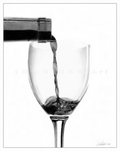 a drawing of Linda Huber : a glass with wine